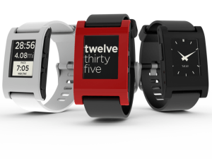 799px-Pebble_watch_trio_group_04